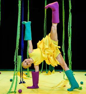 """Šokio teatras """"Dansema"""" I """"Pievelė"""" interaktyvus šokio spektaklis-instaliacija 6–18 mėn. kūdikiams"""